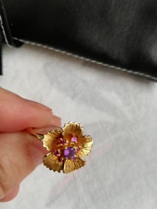 anillo de plata dorada con piedras de rosa de Fran