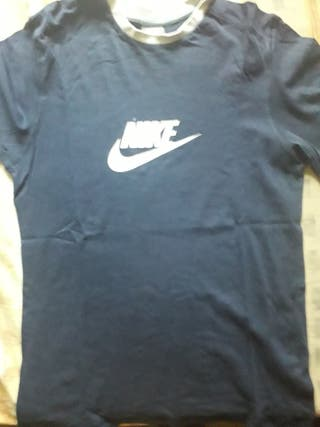 Je vends tee shirts Nike taille L ou 12,13ans