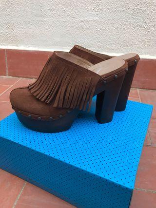Zapatos estilo zuecos