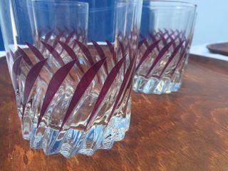 Vasos de cristal de whisky.
