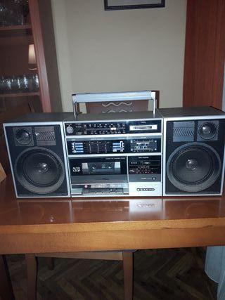 radio cassette sanyo vintage.