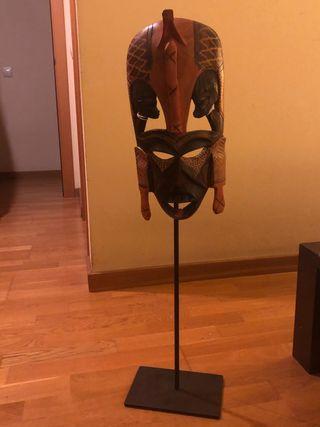 Máscara africana con soporte