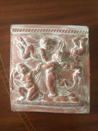Escultura bajorrelieve ángeles
