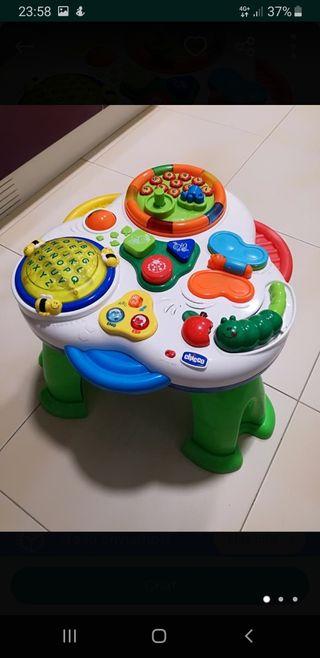 Mesa de actividades infantil.Como nueva