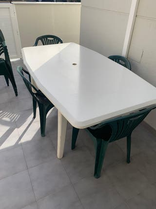 Mesa de resina mas 8 sillas de exterior