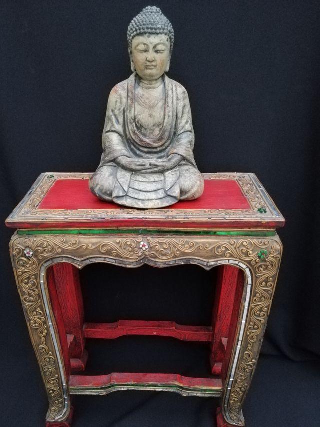 mesita oriental tallada a mano y decorada cristal