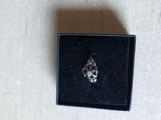 anillo plata con un diamante parfois nuevo