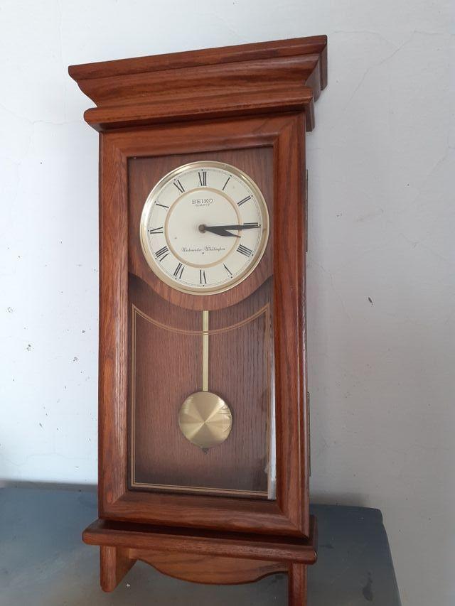 Reloj de pared Seiko Quartz.