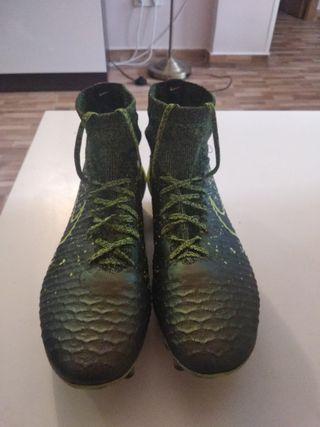 Botas de fútbol Magista de alta gama talla 40.5