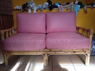 sofá mimbre + bambú y mesita