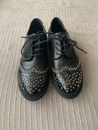 Zapatos nuevos a estrenar talla 38. Sin usar.