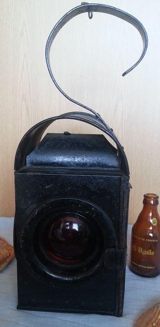 Linterna antigua. Lámpara ferroviaria. Emblematica