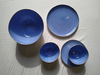 vajilla de porcelana azul