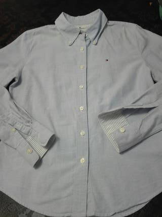 camisa chica Tommy Hilfiger azul.