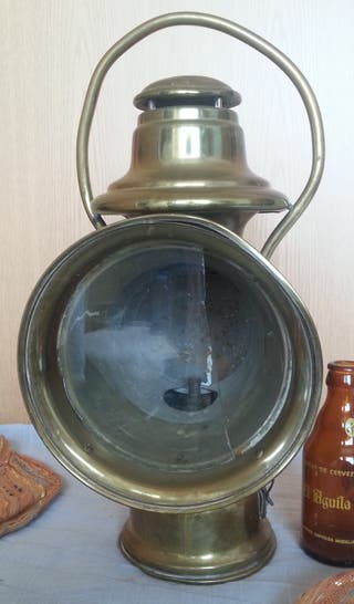 Linterna ferroviaria. Lámpara antigua. Enblemática
