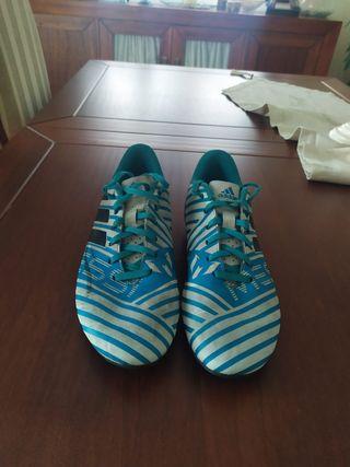 Botas de fútbol con tacos