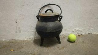 antiguo pote gallego de hierro