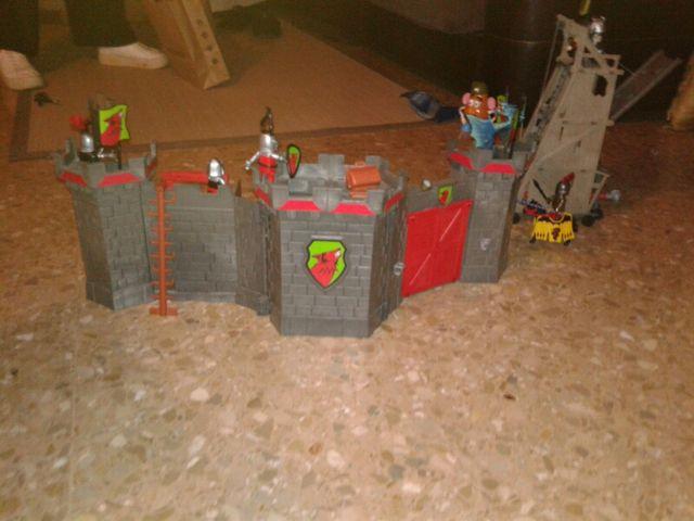 Castillo y Torre de asedio playmobil
