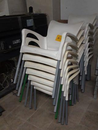 sillas terraza blancas