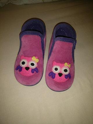 zapatillas niña N.24