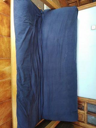 sofá cama, con colchón de futón