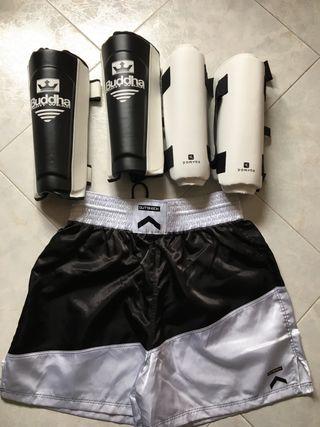 Espinilleras thai o kick boxing y pantalón boxeo