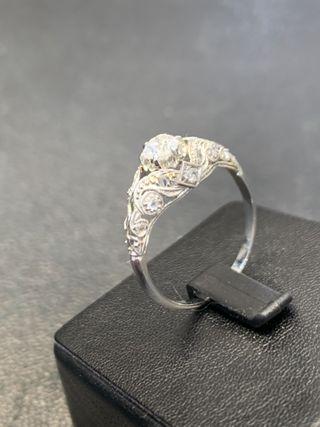 Sortija en oro blanco y diamantes estilo Art Deco
