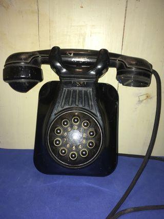 Antiguo teléfono mural de baquelita
