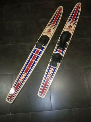 Esquís náuticos antiguos