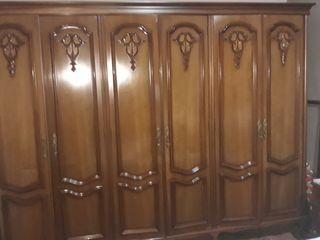 Armario 4 puertas con espejo dos mesitas y tocador