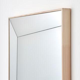Espejo de ikea x virgil abloh