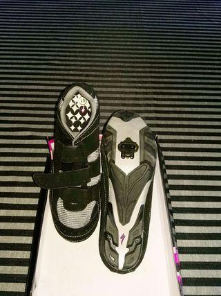 Zapatillas de spinning número 41.