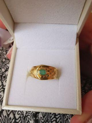 Sortija oro de 18k y esmeralda