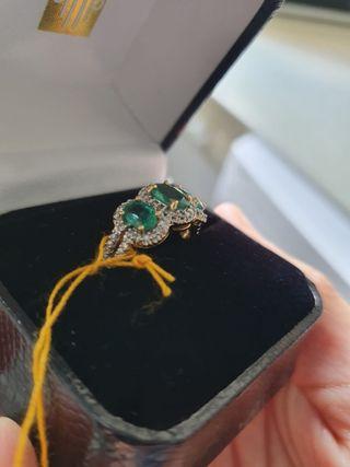 Sortija con esmeraldas y diamantes