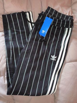 Pantalón Adidas Tipo Chino