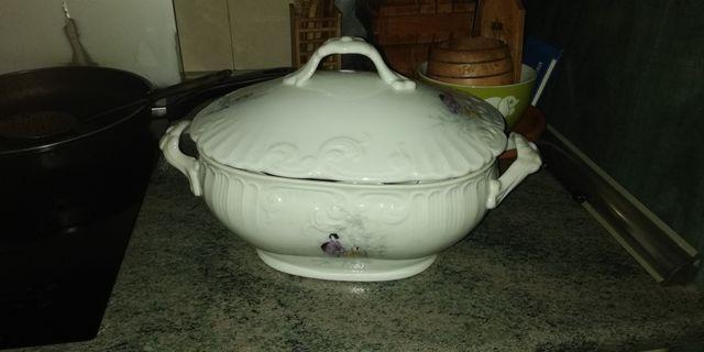 Sopera porcelana Portuguesa,.