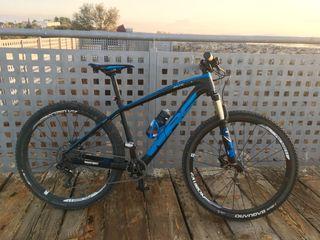 Bicicleta WCR carbón 27,5 talla M