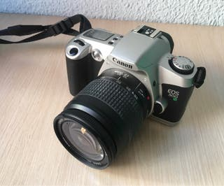 Cámara analógica Canon EOS 500 N y maletín