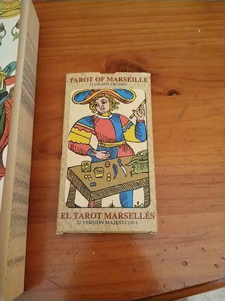 cartas y libro tarot