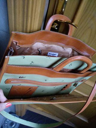 bolso tipo maletin,de petusco en piel