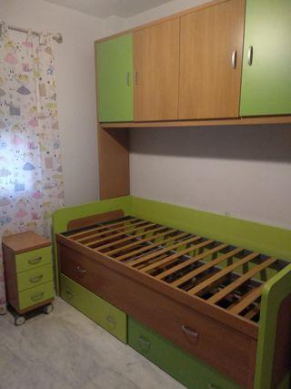 Dormitorio camas nido, muebles y mesita