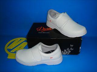Zapatos nuevos Zuecos TALLA 43 marca DIAN nuevos