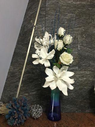 Decoracion de casa jarron y flores