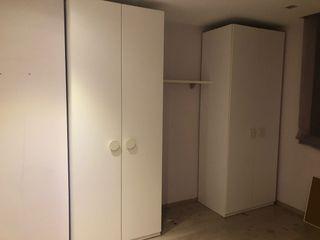 Dos armarios de cuatro puertas