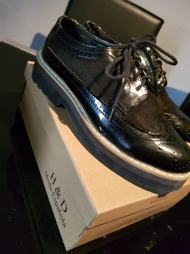 Zapato de vestir muy cómodo talla 37