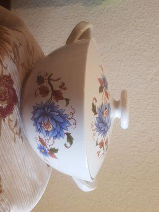 Sopera de ceramica blanca