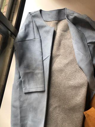 Abrigo fino azul y gris