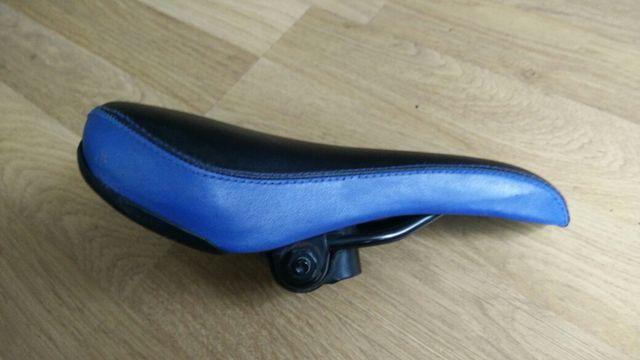 Sillín bicicleta de montaña negro y azul