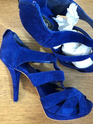 Sandalia azul añil Stradivarius