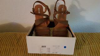 Sandalias -zapatos Bimba y Lola Talla 41